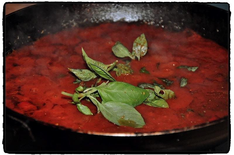 bazalka, olivy, chilli cesnak, garlic