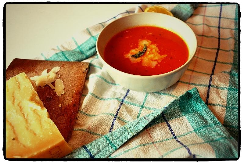 tomato soup, paradajková pllievka, chilli, parmezán