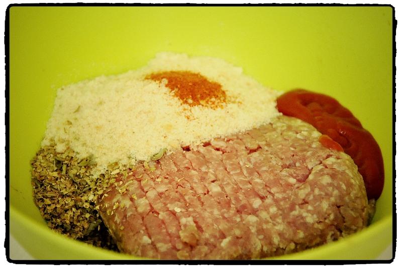 mleté mäso,strúhanka, meatballs,oregano