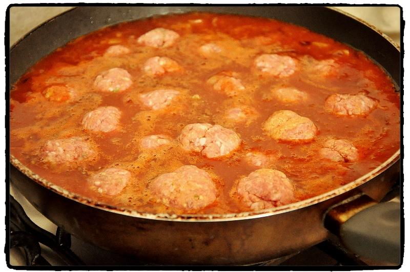 meatballs, tomato sauce,