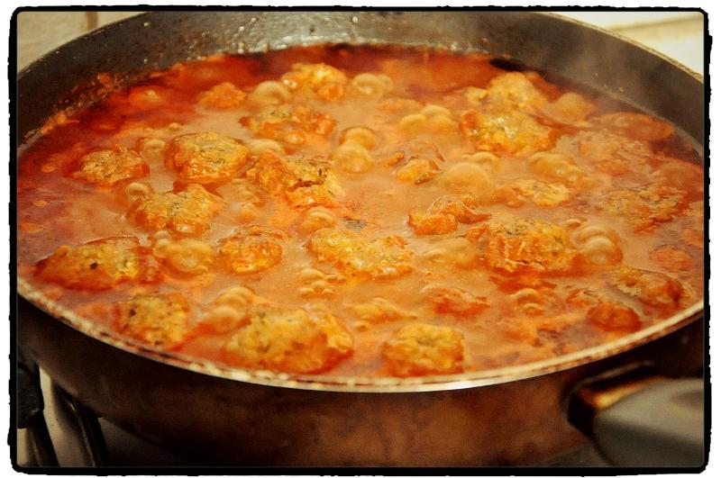 meatballs, chilli,